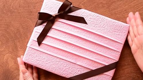 Balenie darekov - ako zabali darek - postup - video